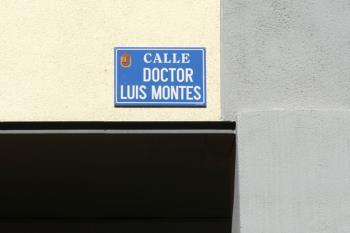 La calle Río Júcar ha pasado a llamarse calle doctor Luis Montes