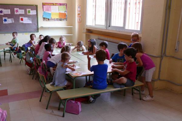 """Móstoles sanea los areneros de los colegios públicos para """"garantizar la salubridad de los menores"""""""