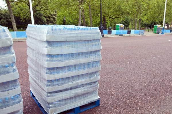 El Ayuntamiento ha mediado para hacer llegar las botellas al HUPA