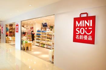 Diseño japonés de alto nivel, gran calidad y precios ajustados caracterizan los más de 3.000 diferentes productos expuestos en la tienda del Centro Comercial Plaza de la Estación de Fuenlabrada