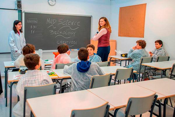 Con una inversión de 700.000 euros, el equipo de Gobierno quiere apoyar la educación