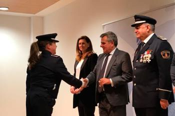Junto a la concejal de Seguridad, Fátima Núñez, ha entregado las medallas con distintivo verde y distintivo azul