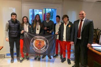 El alcalde ha recibido a algunas campeonas del Hockey Hielo Majadahonda