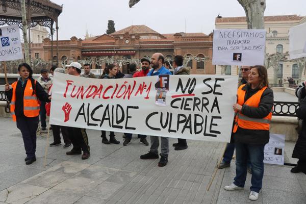 Los trabajadores del Centro Especial del Empleo se concentran frente al Ayuntamiento