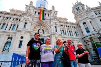 Manuela Carmena incluye las políticas LGTBI+ en el balance del gobierno.