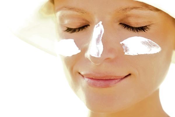 Maquillaje, ¿antes o después de la crema solar?