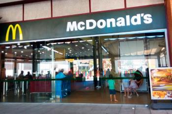 La cadena de comida rápida oferta empleo en su centro de Loranca