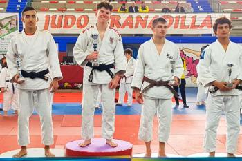 Hugo S. Juan y Alba Juan Martínez (Club Sakura) subieron a lo más alto del podio