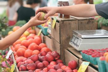 Preparamos nuestras bolsas para visitar los mercados con productos de la región para comer fresco y con menor impacto medioambiental