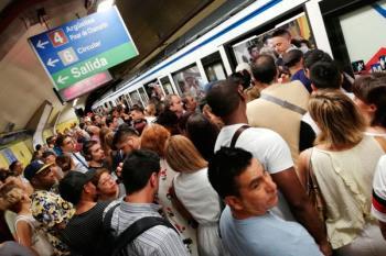 Al tradicional recorte de convoyes por el horario de verano se suma la falta de trenes en hora punta