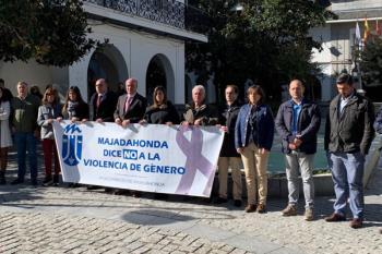 El Ayuntamiento de Majadahonda guarda silencio por los presuntos asesinatos machistas en Vic y La Zubia