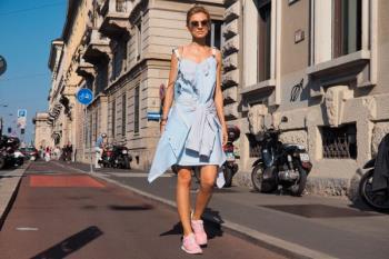 Las zapatillas de deporte salen del fondo del armario y se convierten en las protagonistas del street style