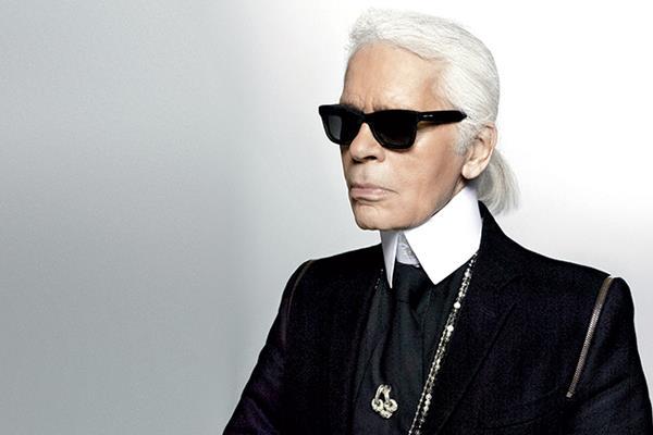 El icónico diseñador, Karl Lagerfeld fue hospitalizado este lunes en París