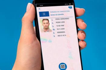La DGT promete lanzar el carnet de conducir digital a través de su aplicación móvil