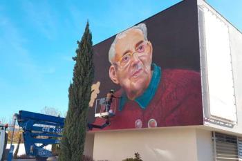 El vecino y tatuador David Barrera regala el retrato de Marcelino Camacho a nuestro municipio