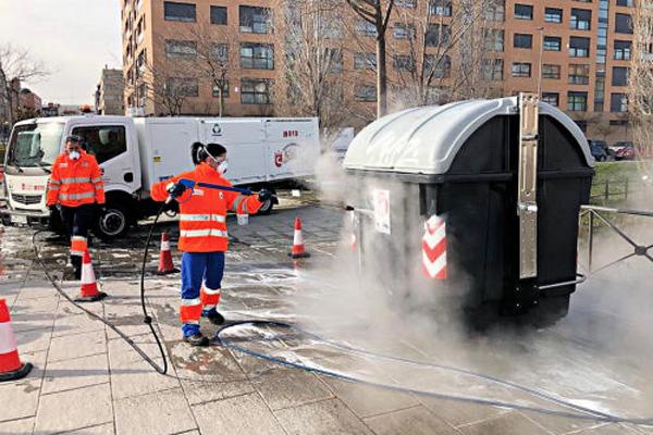 El ayuntamiento incorpora nuevos camiones y equipos anti pintadas
