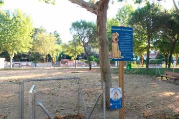 Majadahonda ha eliminado los dos pipicanes para instalar césped y ampliar la superficie verde del parque