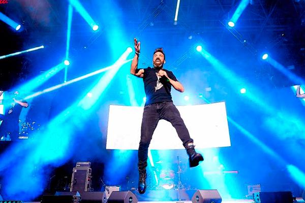 También lo hará el joven cantautor Rodrigo Muñoz
