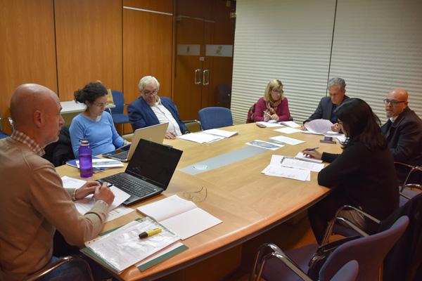 Alcalde, primera teniente y portavoces de todos los grupos municipales, a excepción de PP, han estado presentes en la primera reunión