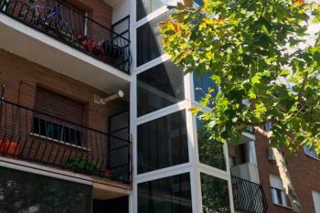 La moción está enfocada en los edificios antiguos, destacando la instalación de ascensores en ellos