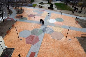 Se han reordenado los espacios, renovado el alumbrado público e instalado bancos y papeleras, además de construir nuevos pasos de peatones