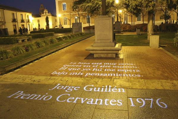 Las letras iluminan las calles de Alcalá