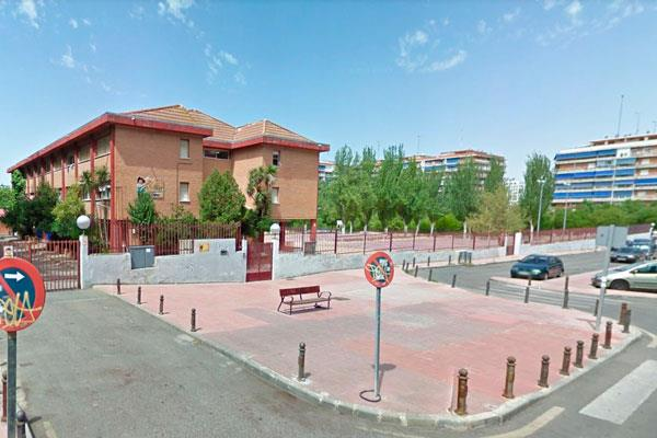 Polémica con las puertas del colegio Alonso Cano