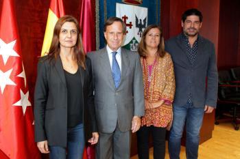 Tras la firma del acuerdo entre el Ayuntamiento, la Fundación RAIS y Provivienda