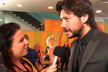 Hablamos con Álvaro Morte, premiado como Mejor Actor protagonista en los Unión de Actores 2019