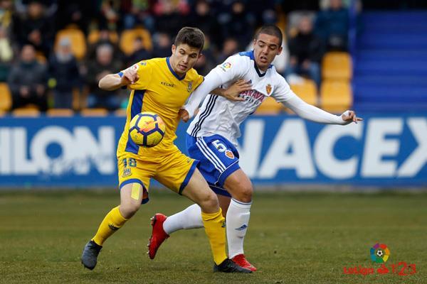 Un Alcorcón superior al Real Zaragoza acusa su falta de puntería y no consigue pasar del empate