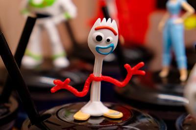 Lee toda la noticia 'Retirados los muñecos 'Forky' por riesgos para los niños'