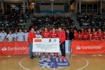 El Pabellón Jorge Garbajosa acogió un partido amistoso de fútbol sala lleno de caras conocidas