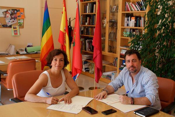 San Fernando y Rivas firman un convenio de colaboración para servicios funerarios