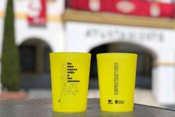 Se repartirán 7.000 vasos con el objetivo de reducir el impacto medioambiental