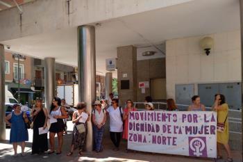 El colectivo DigniMujer aprovecha las fiestas para visibilizar la lucha contra esta lacra