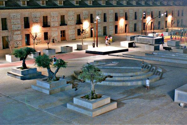 Se encienden las luces en la Plaza de España de Sanfer
