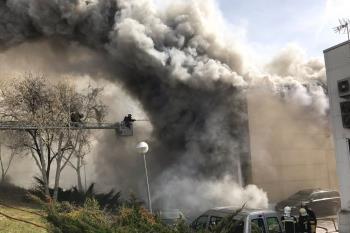 Los bomberos controlaron el incendio, que no se propagó a otras naves