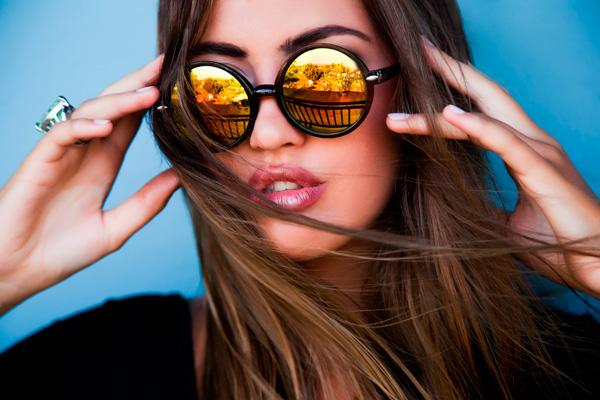 Presta atención a las características de las gafas de sol, un elemento imprescindible para la salud de tus ojos