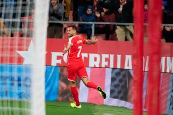 El uruguayo, con dos goles, fulminó a los nuestros en Montilivi