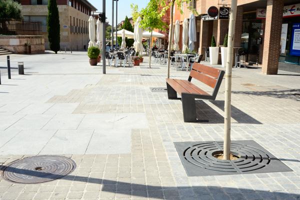 La céntrica plaza presenta su renovado aspecto tras los trabajos de mejora