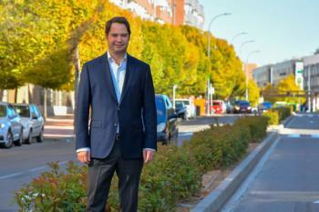 El alcalde torrejonero, Ignacio Vázquez, valora los trabajos de renovación de mobiliario, calles y zonas verdes
