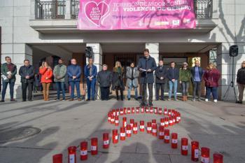 Nuestra ciudad ha guardado un minuto de silencio para recordar a las 55 víctimas de violencia de género