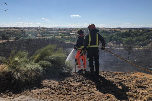 Tres viviendas afectadas por un incendio en Móstoles