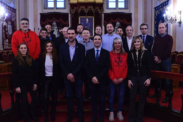 El alcalde firmó convenios de colaboración con 10 clubes de la ciudad
