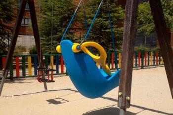 El Parque ubicado en la calle Isaac Albéniz alberga desde hace unos días este elemento de juego, destinado a niños con movilidad reducida