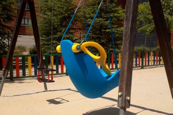 Un nuevo columpio para niños con movilidad reducida