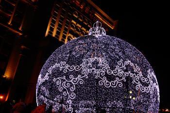 La bola de 12 metros de altura, contará con 43.000 leds, música y un espectáculo de pixel mapping