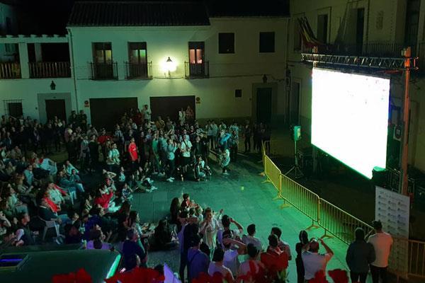 Una pantalla gigante para animar a España