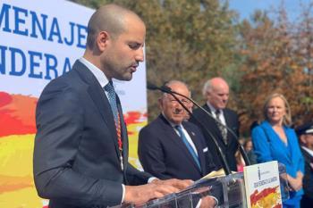 El alcalde majariego preside el tradicional homenaje a la bandera española