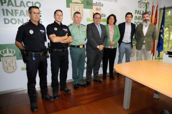 El alcalde, Javier Úbeda, ha felicitado a los mandos de Policía Local y Guardia Civil